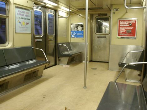 800px-New_York_City_Subway_Interior